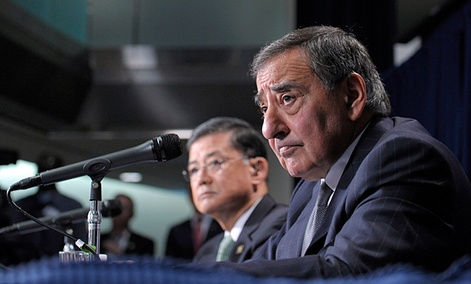 Defense Secretary Leon Panetta and Veterans Affairs Secretary Eric Shinseki at a joint news conference Dec. 6, 2012.