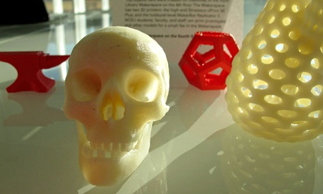Tiny objects produced by a 3D printer