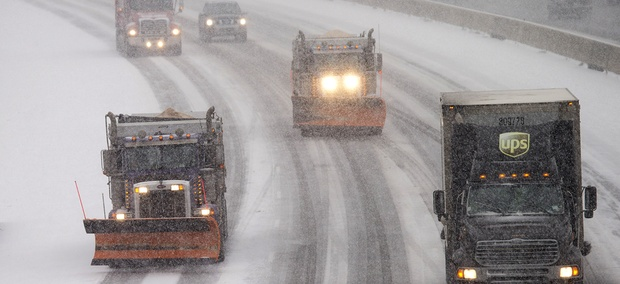 Snow plows and traffic make their way north along Interstate 95 as snow begins to fall in Ashland, Va., Friday, Jan. 22, 2016.
