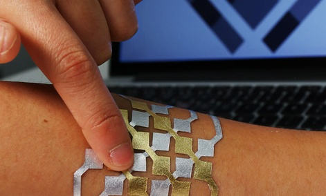 DuoSkin NFC tag communicates and shares data with other devices.