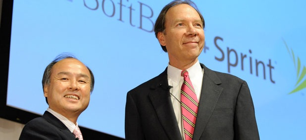 Son Masayoshi, left, president of Softbank Corp. shakes hands with Dan Hesse, CEO of Sprind Nextel Corp.