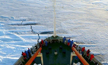 Members of the Chinese Antarctica Research Team wait for the arrival at the continent in 2005.