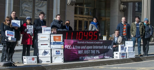 Members of US advocacy groups camp outside FCC headquarters in Washington, DC, on Jan. 30, 2014